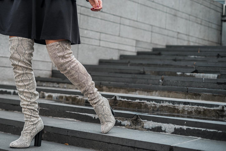 Stivali pitonati sopra il ginocchio e little black dress | Look capodanno - Snake print over the knee boots and LBD ASOS