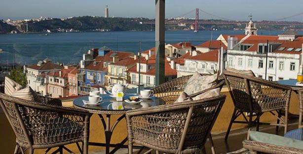 terrace ba bairro alto hotel terraço restaurante sofisticado snacks vista rio hamburgueres saladas lisboa