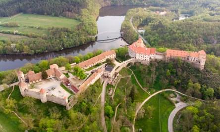 Foto z dronu - hrad Veveří a Brněnská přehrada