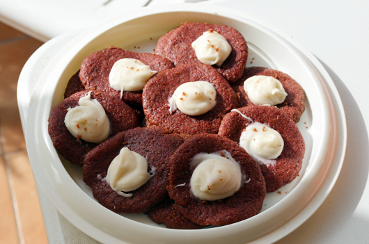 vegan-red-velvet-cookies-2