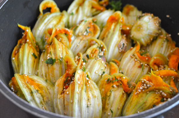 herb-quinoa-stuffed-zucchini-blossoms-vegan-5