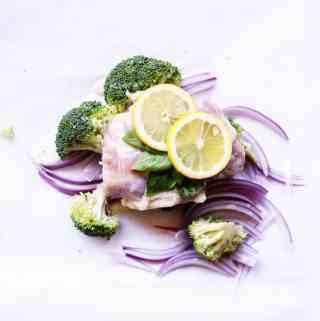 Lemon Chicken and Broccoli Foil Pack Dinner recipe   ONEarmedMAMA.com