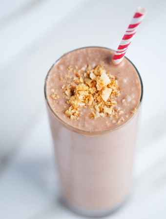 Monkey Mocha Smoothie   Chocolate Banana Coconut Smoothie   easy breakfast   Mocha Smoothie   #goodmorningbreakfast #ad