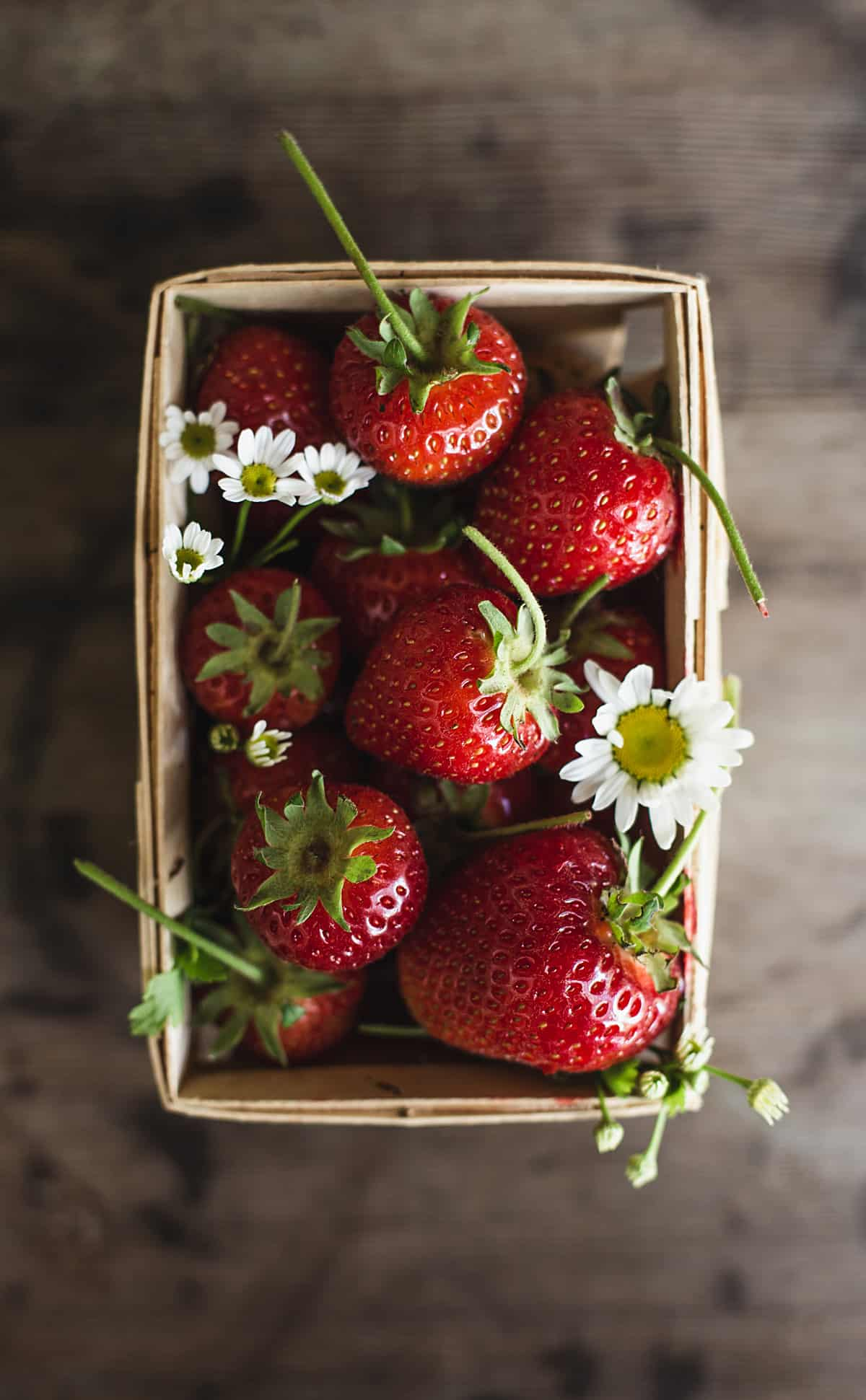 Strawberry Balsamic Almond Milk Ice Cream a delightful dairy free ice cream with almond milk custard and roasted balsamic strawberries. non dairy | homemade ice cream | dairy free dessert