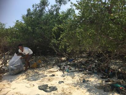 www.onebrownplanet.com, beach clean, thailand, plastic pollution