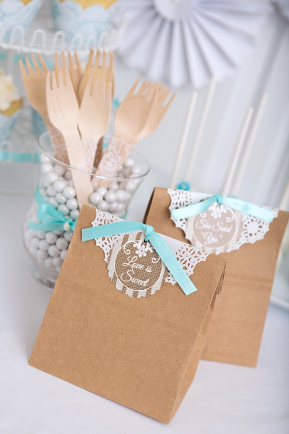 burlap-lace-favor-bag