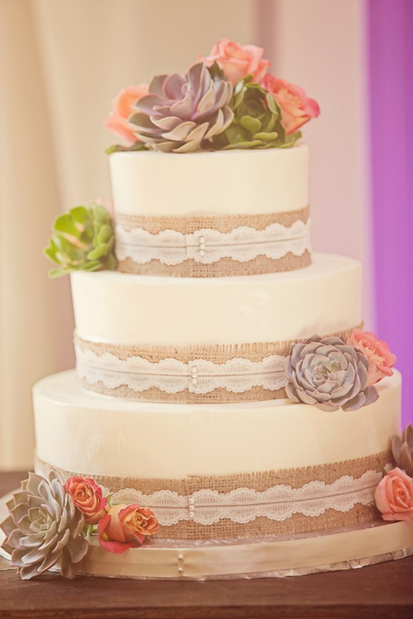 wedding-cake-burlap-lace-2