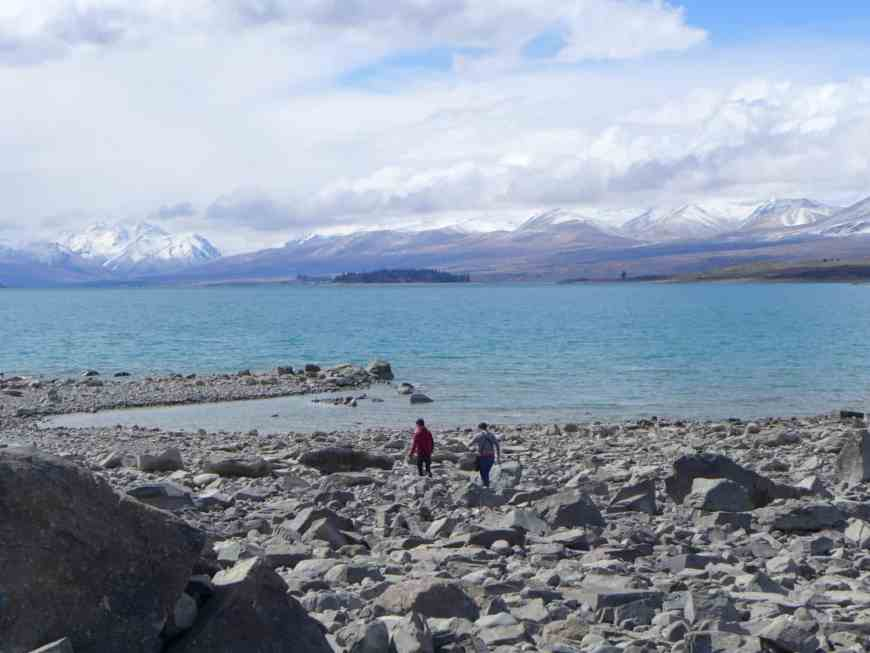 Inspiration for visiting Lake Tekapo...our cute rental, the aquamarine lake, gorgeous mountains, and so much more. One of New Zealand's beautiful sights, a must-visit!