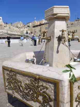 How to visit the Western Wall, Temple Mount, & Dome of the Rock in Jerusalem | Tips for what to wear, when to go, what to bring, & how not to get in trouble | Jerusalem trip planning & itinerary ideas, what to do in Israel, and tips for visiting Jerusalem's Old City #templemount #jerusalem #israel