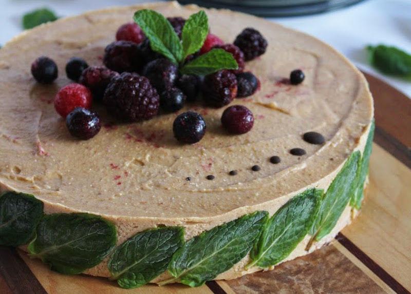 Recipe: Raw Strawberry Banana Ice Cream Cake with Mint