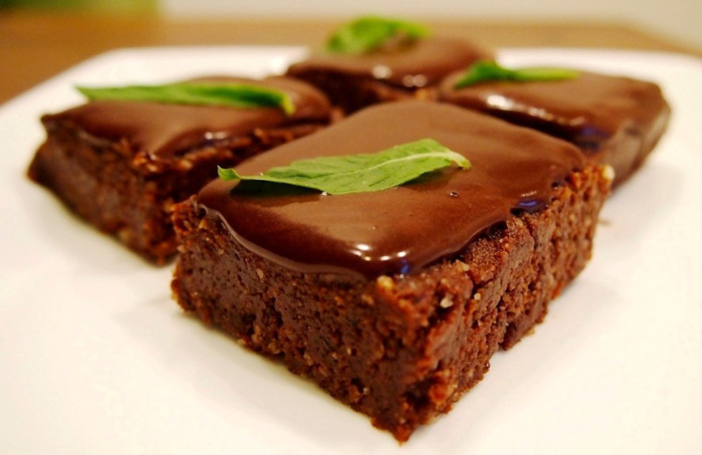 Raw-Peppermint-Slice-with-Choc-Ganache