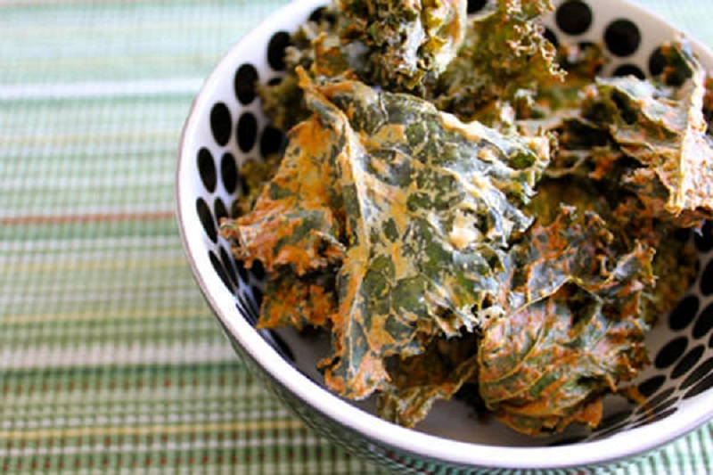 Vegan-Sour-Cream-Onion-Kale-Chips_3