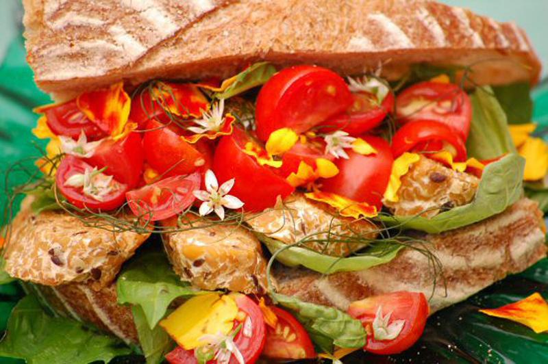 aTempeh-Tomato-Herb-Sandwich