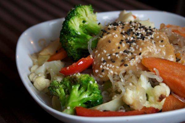 Kelp-Noodles-in-Peanut-Miso-Sauce
