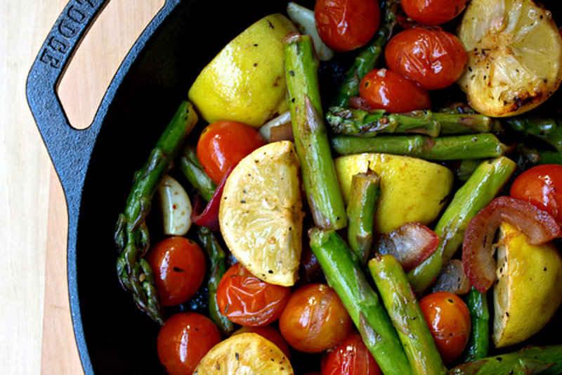 Skillet-Asparagus-Tomato-Medley