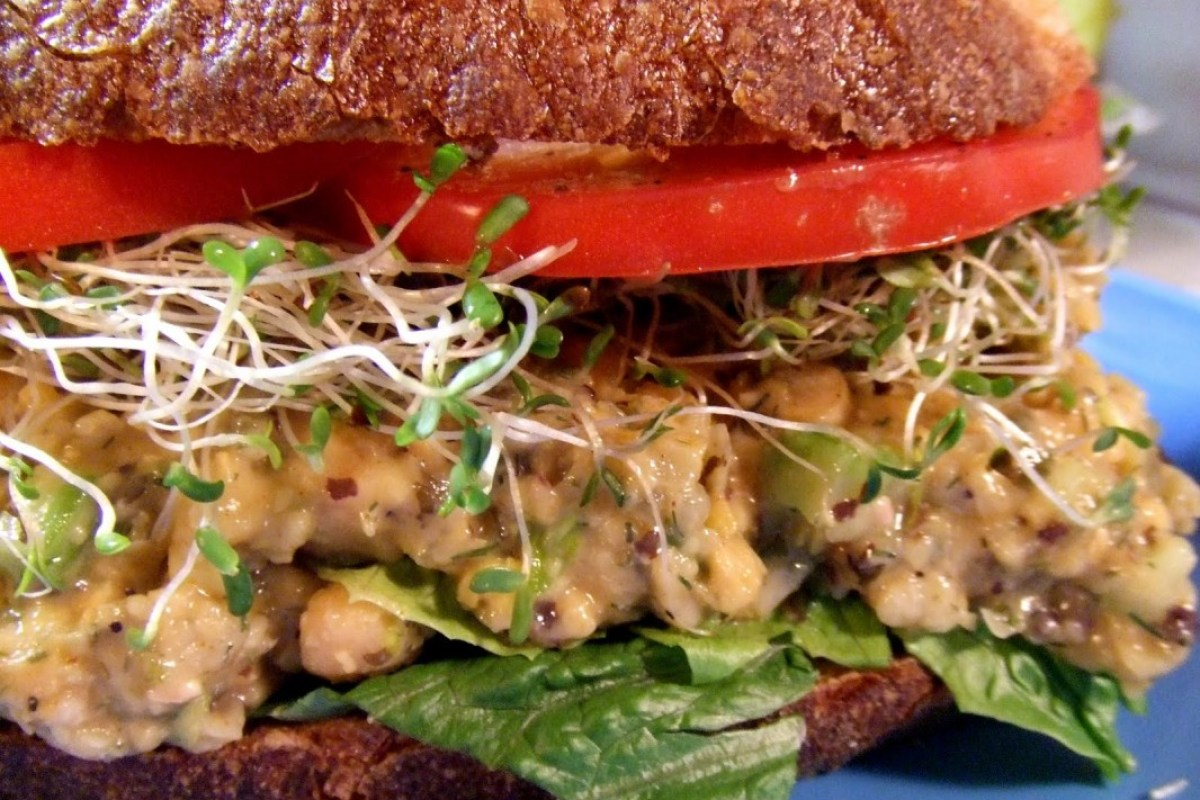Chickpea-Tuna-Salad-Sandwich-1066x800 (1)