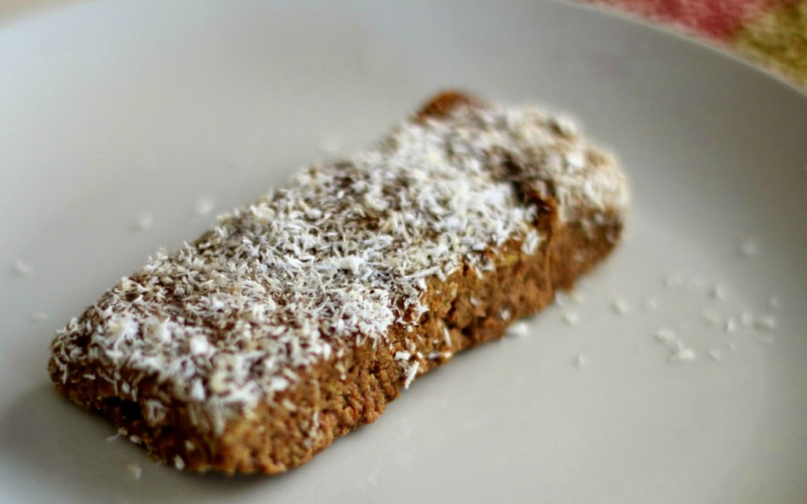 Low-Carb-Vanilla-Spice-Protein-Bars-The-Soulful-Spoon-1200x750