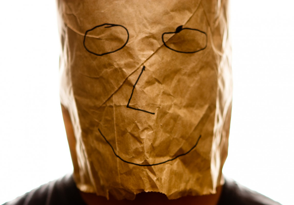 Brown_paper_bag_with_happy_smiley_over_head-1145x800