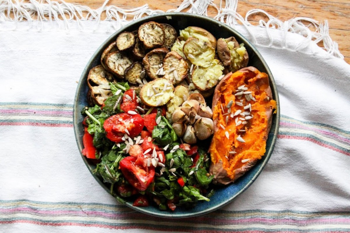 Roasted-Veggies-With-Buttery-Garlic-and-Spinach-Salad--1200x800 (2)