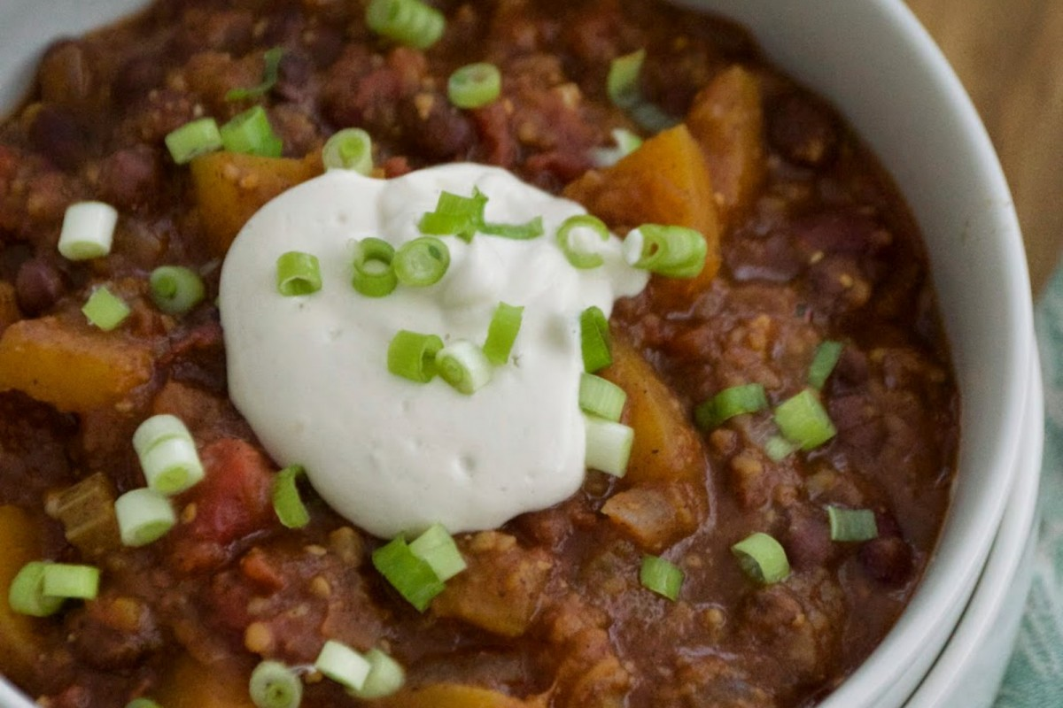 Sweet-and-Spicy-Pumpkin-Chili-Vegan-1200x800