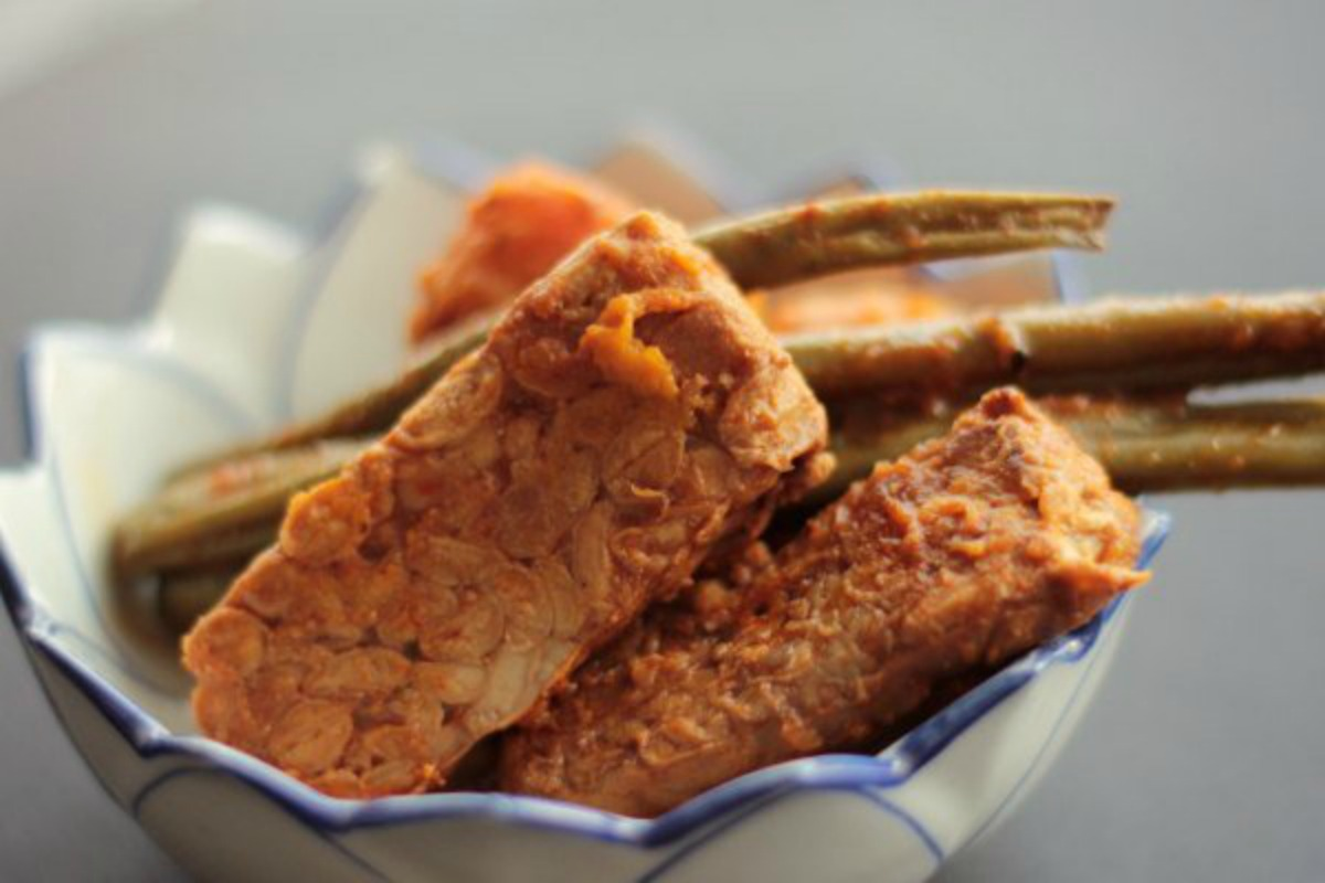 Smoky Slow Cooker Tempeh With Sweet Potato and Green Beans [Vegan]