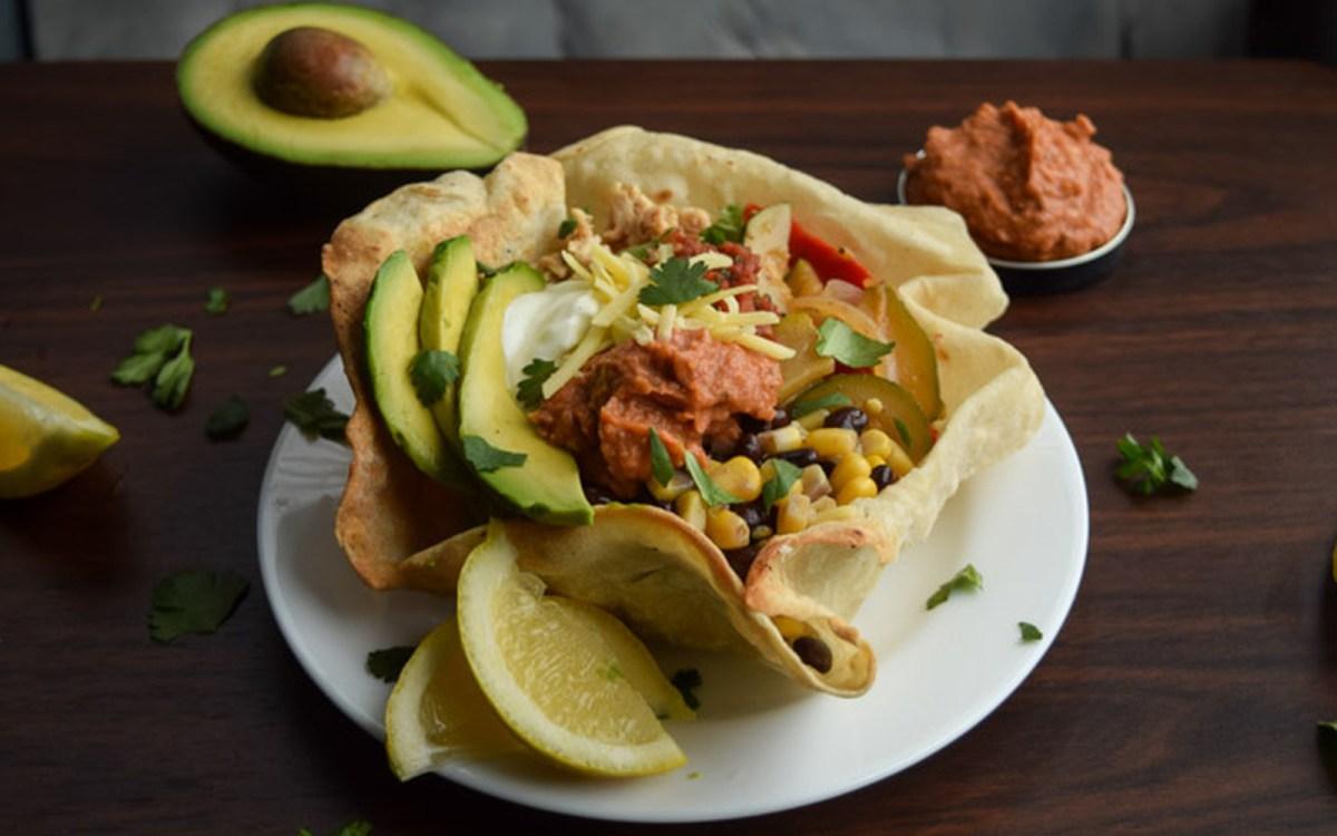 Chipotle Hummus and Fajita Veggie Taco Bowls [Vegan]
