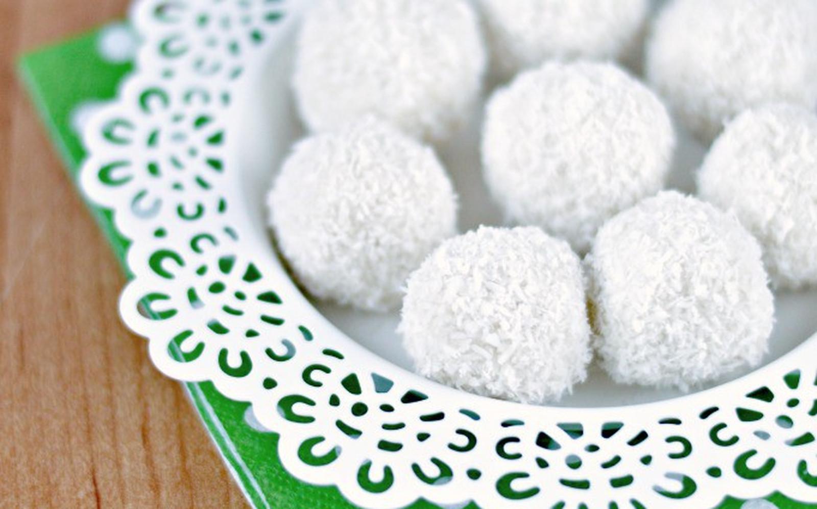 Healthy 'Raffaello' (Coconut-Almond Truffles) [Vegan, Raw, Gluten-Free]