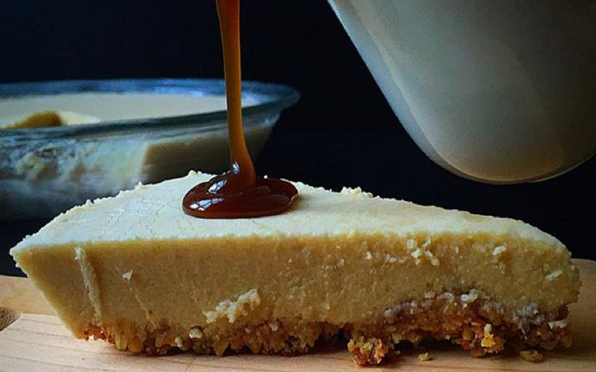Maple Cheesecake With Caramel Sauce