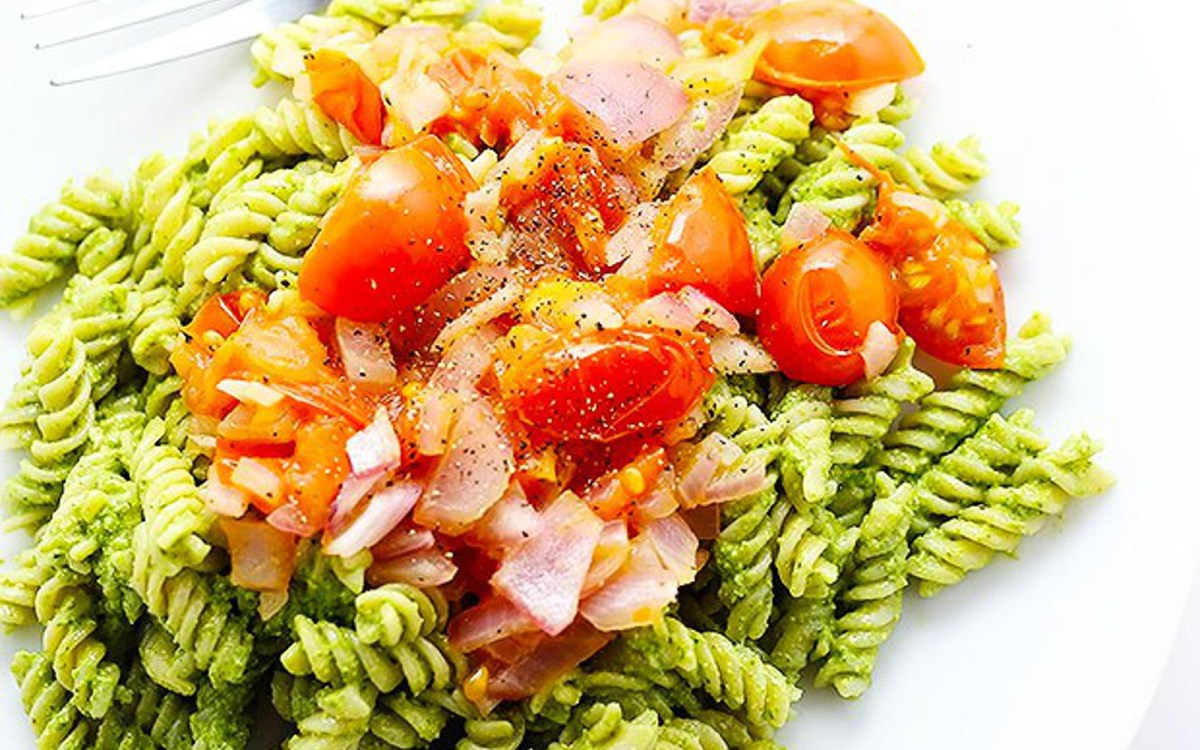Healthy Spinach and Walnut Pesto Pasta