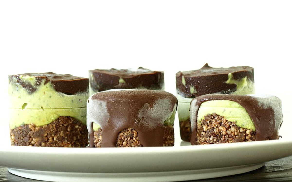 Raw Mint Chocolate Ice Cream Sandwiches