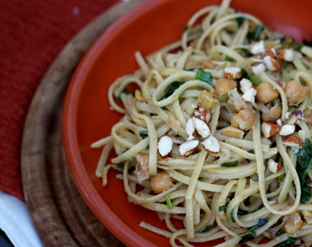 Linguine With Greens and Chickpeas