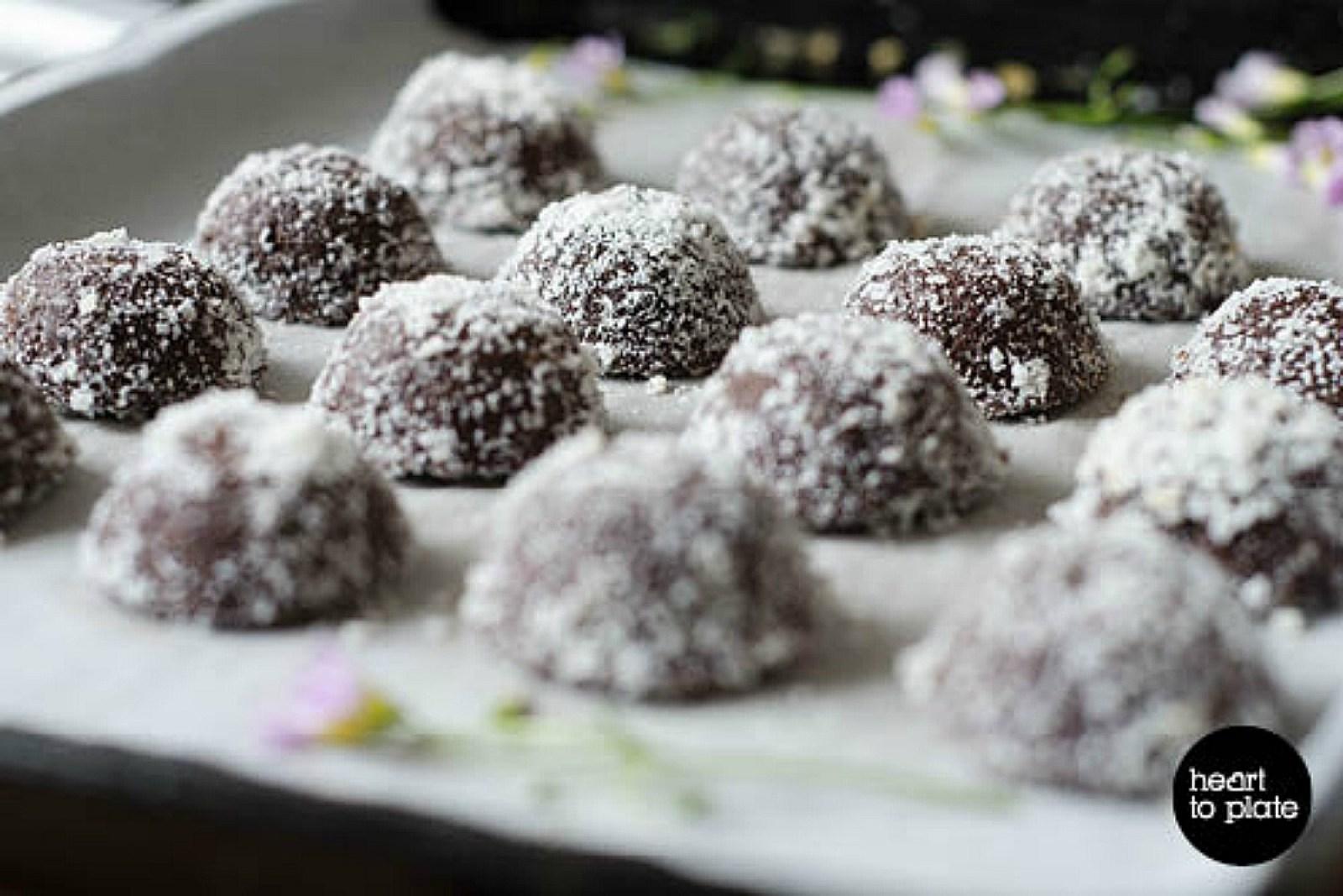 Chocolate Macadamia Macaroons [Vegan, Raw, Gluten-Free]
