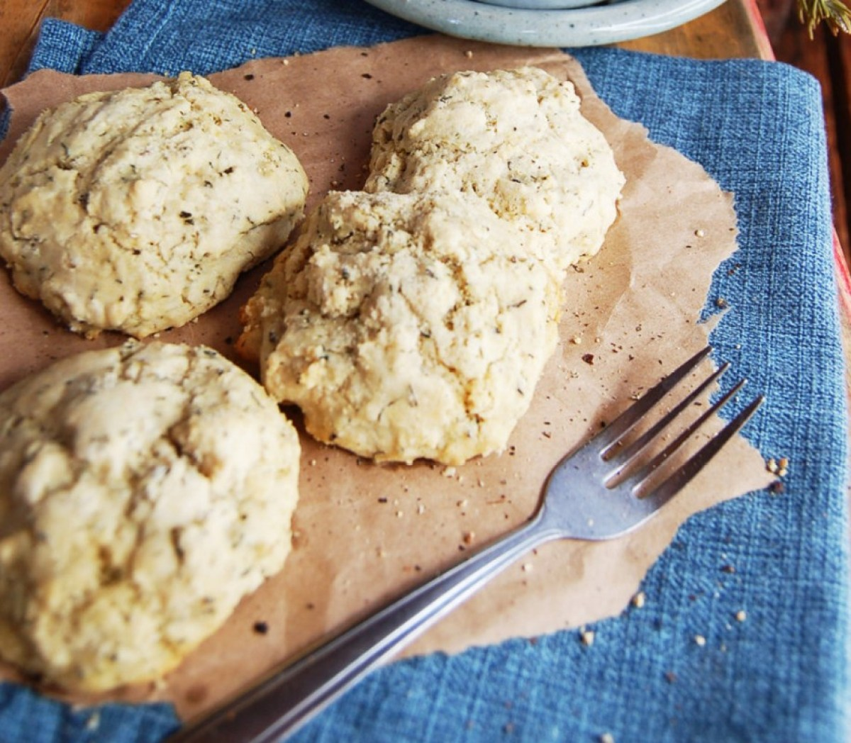 Gluten-Free-Biscuits-and-Gravy-916x800