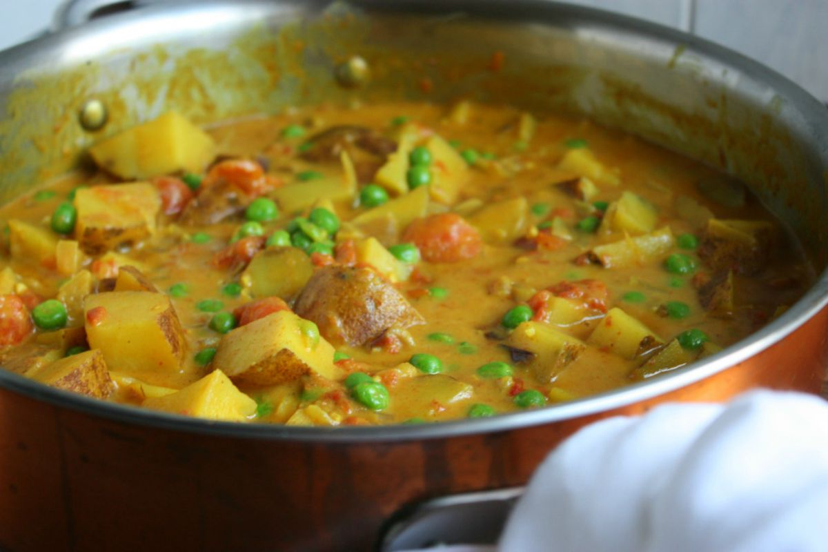 Potato curry with veggies