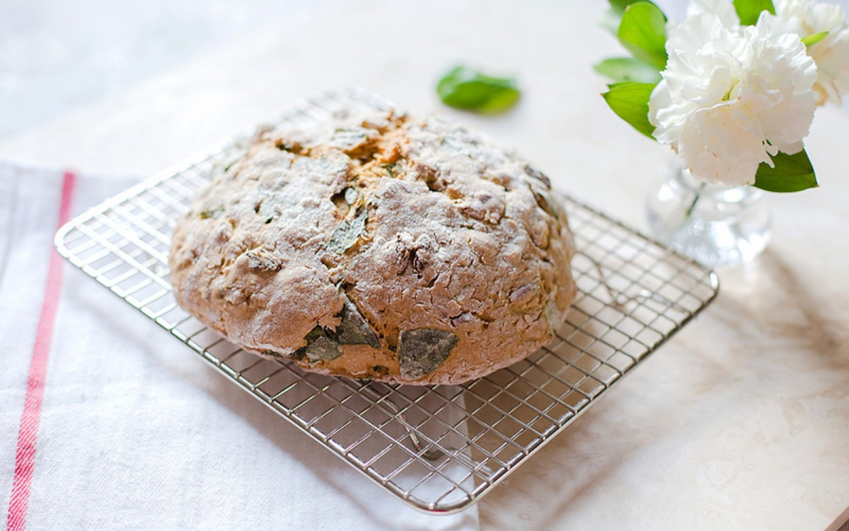 Almond, Raisin, and Basil Soda Bread