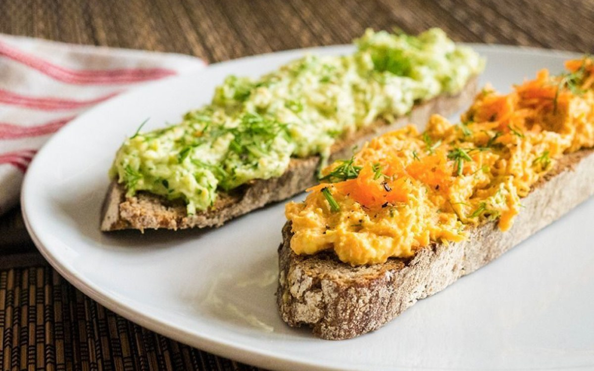 Carrot and Zucchini Hummus Sandwich