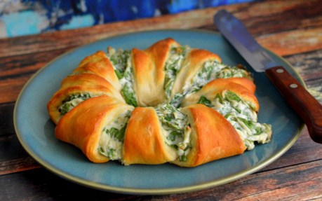 spinach dip crescent roll ring