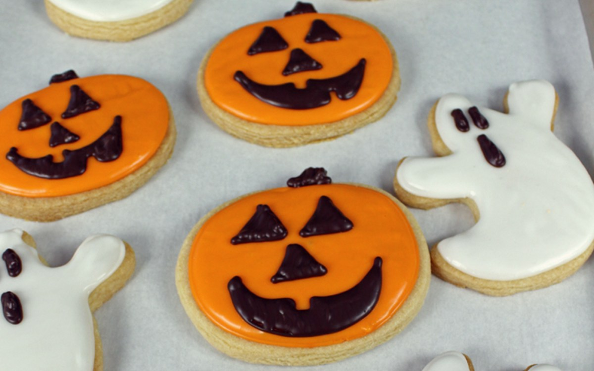 Halloween Sugar Cookies With Royal Icing [Vegan] - One Green ...