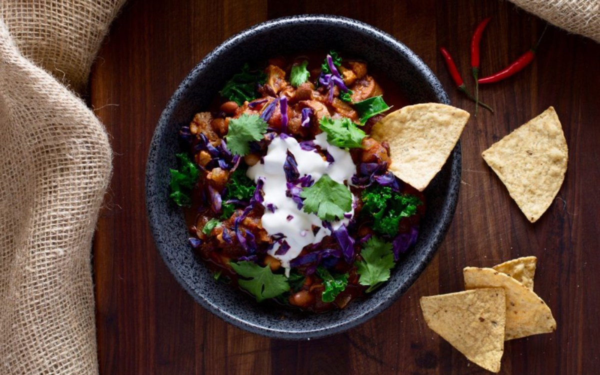 Vegan Cauliflower-Vegetable Bean Chili