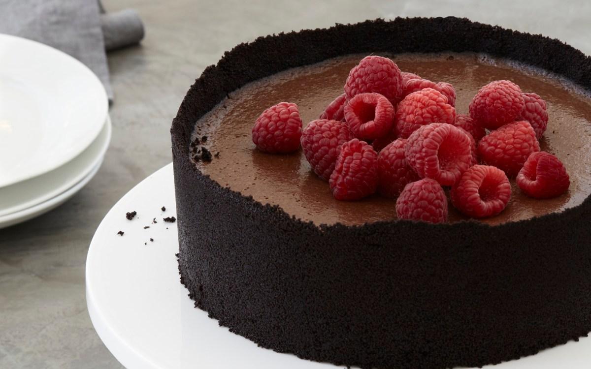 No-Bake Chocolate Cheesecake With Cashew Chantilly Cream [Vegan ...