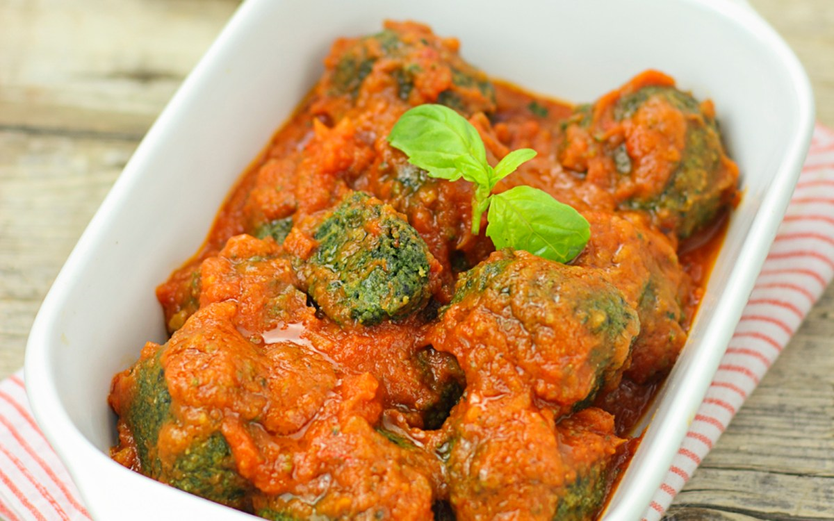 Spinach Meatballs in Spicy Sauce