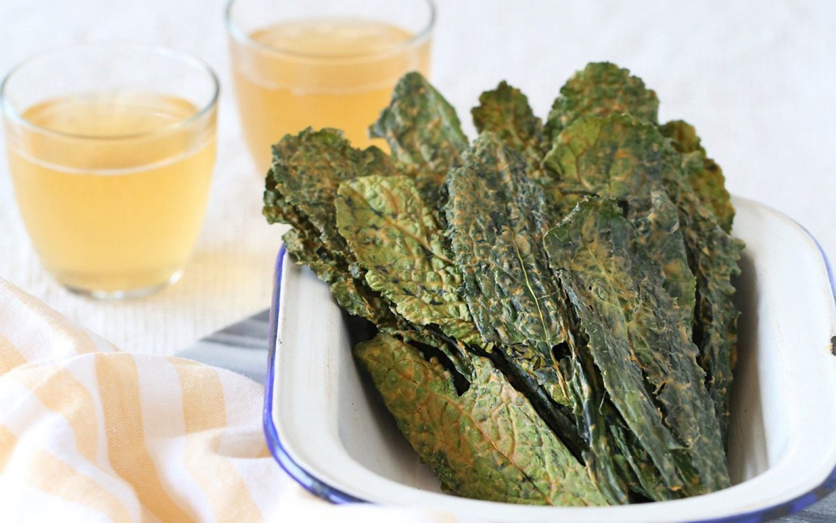 Vegan Smoky BBQ Kale Chips