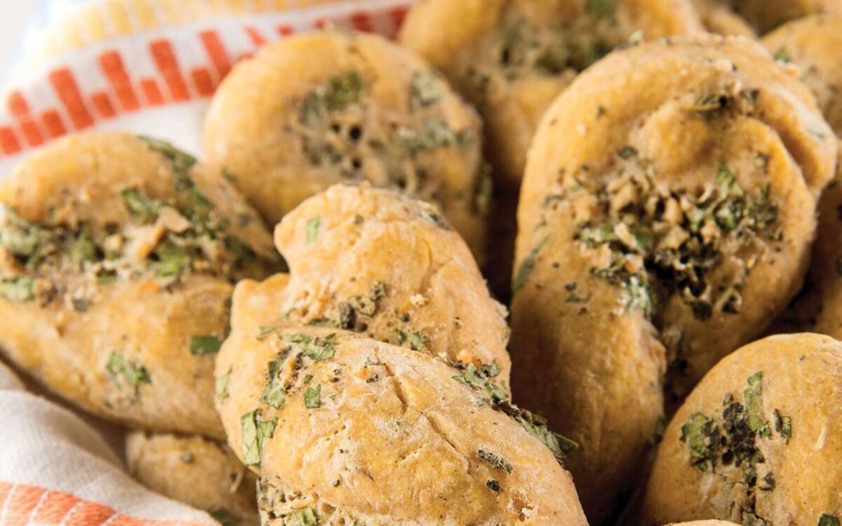 Vegan Buttery Garlic Twists