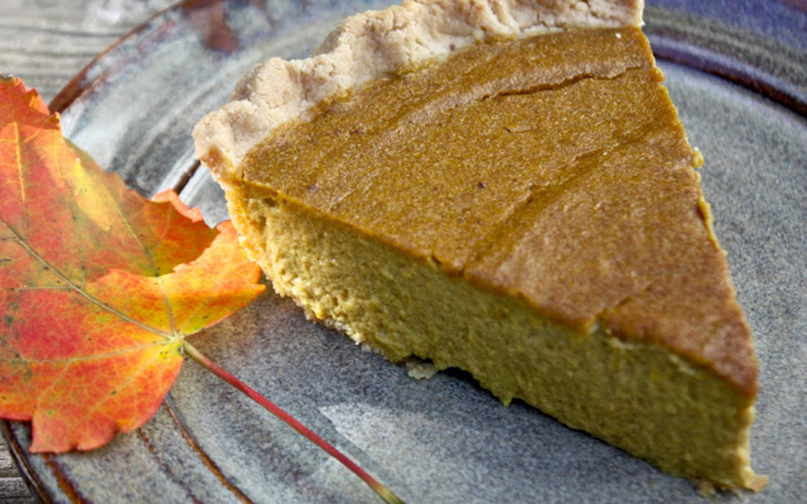 Date-Sweetened Pumpkin Pie [Vegan]