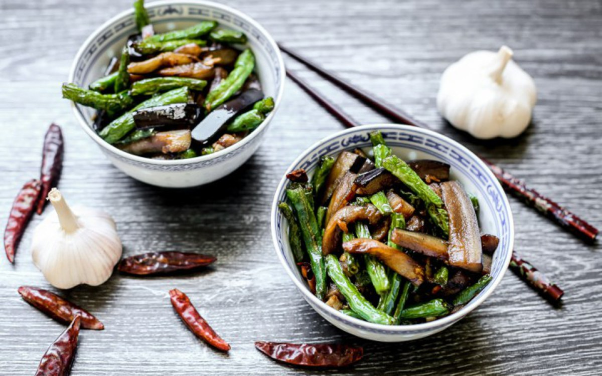 Chinese homestyle stir fried eggplant and green beans vegan gluten free one green planet for Garden fresh chinese vegan cuisine