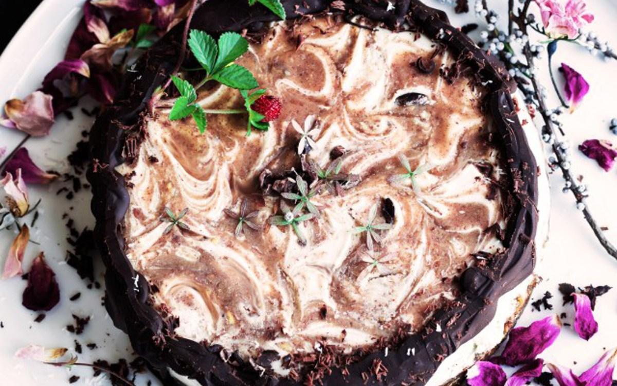 Vegan Vanilla Caramel Swirl Cheesecake