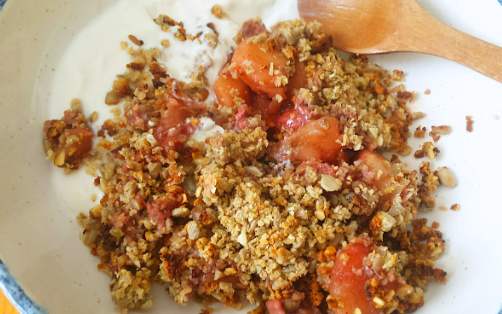 nut free vegan strawberry apple crumble