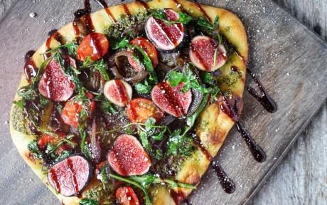 vegan fig and caramelized onion flatbread