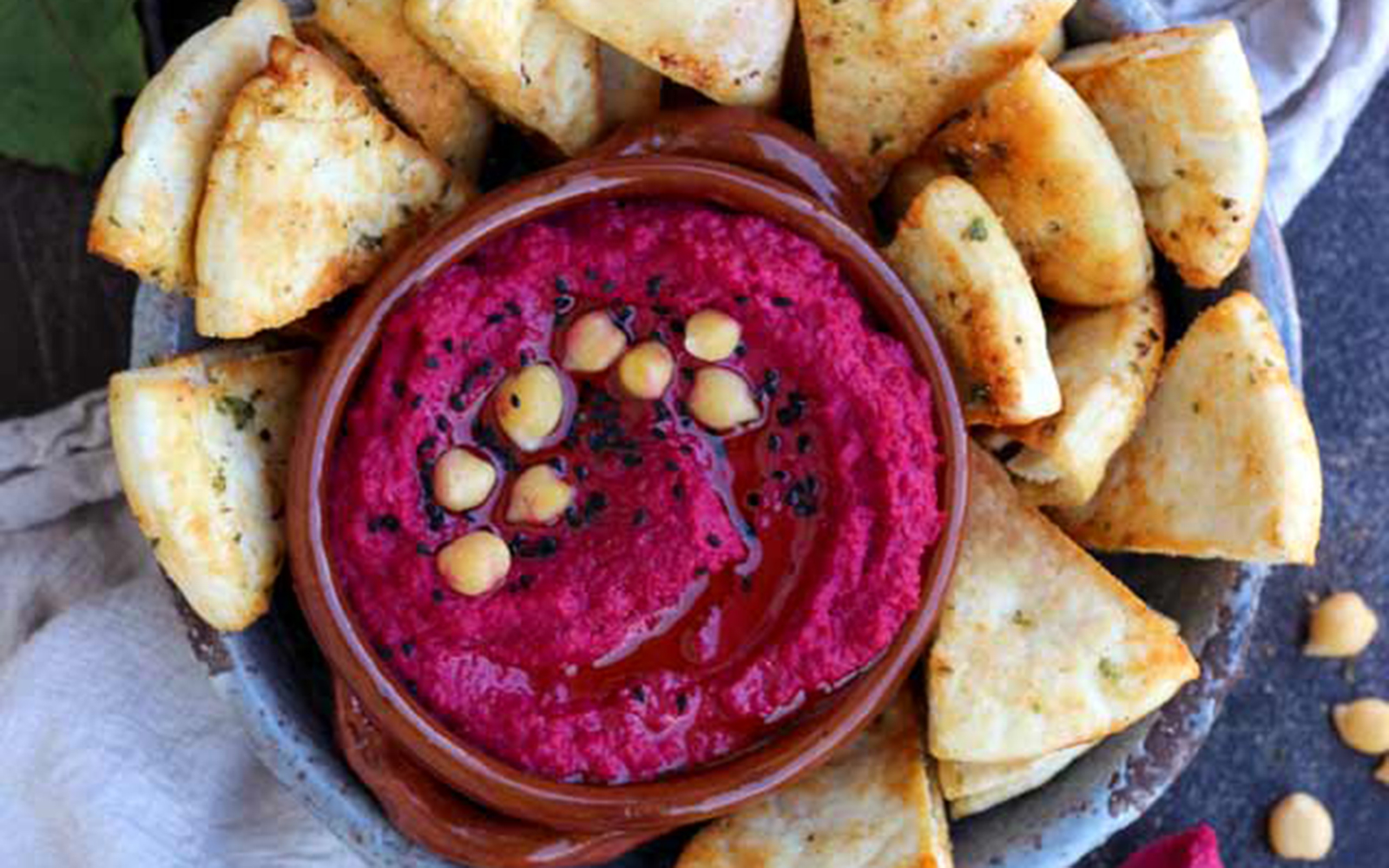 Vegan Roasted Beetroot Hummus with Pita Chips