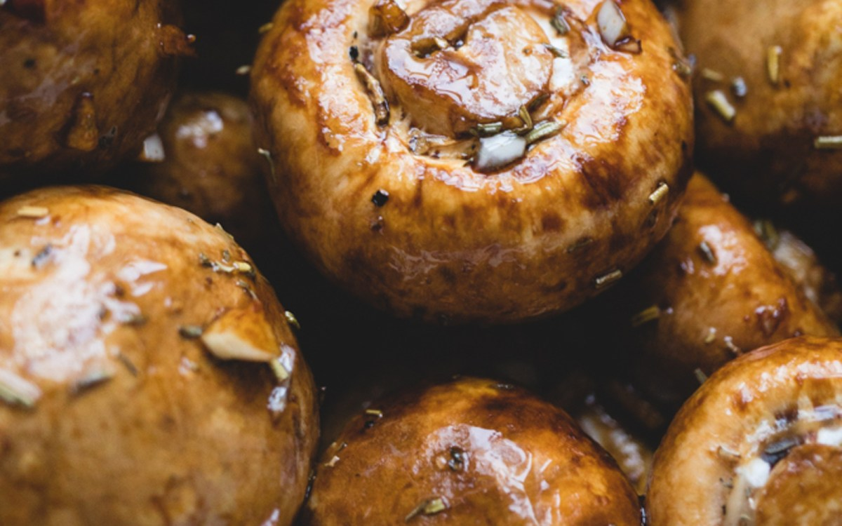 Vegan Balsamic Roasted Garlic Mushrooms